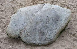 Plymouth_Rock,_Plymouth,_MA,_jjron_03.05.2012